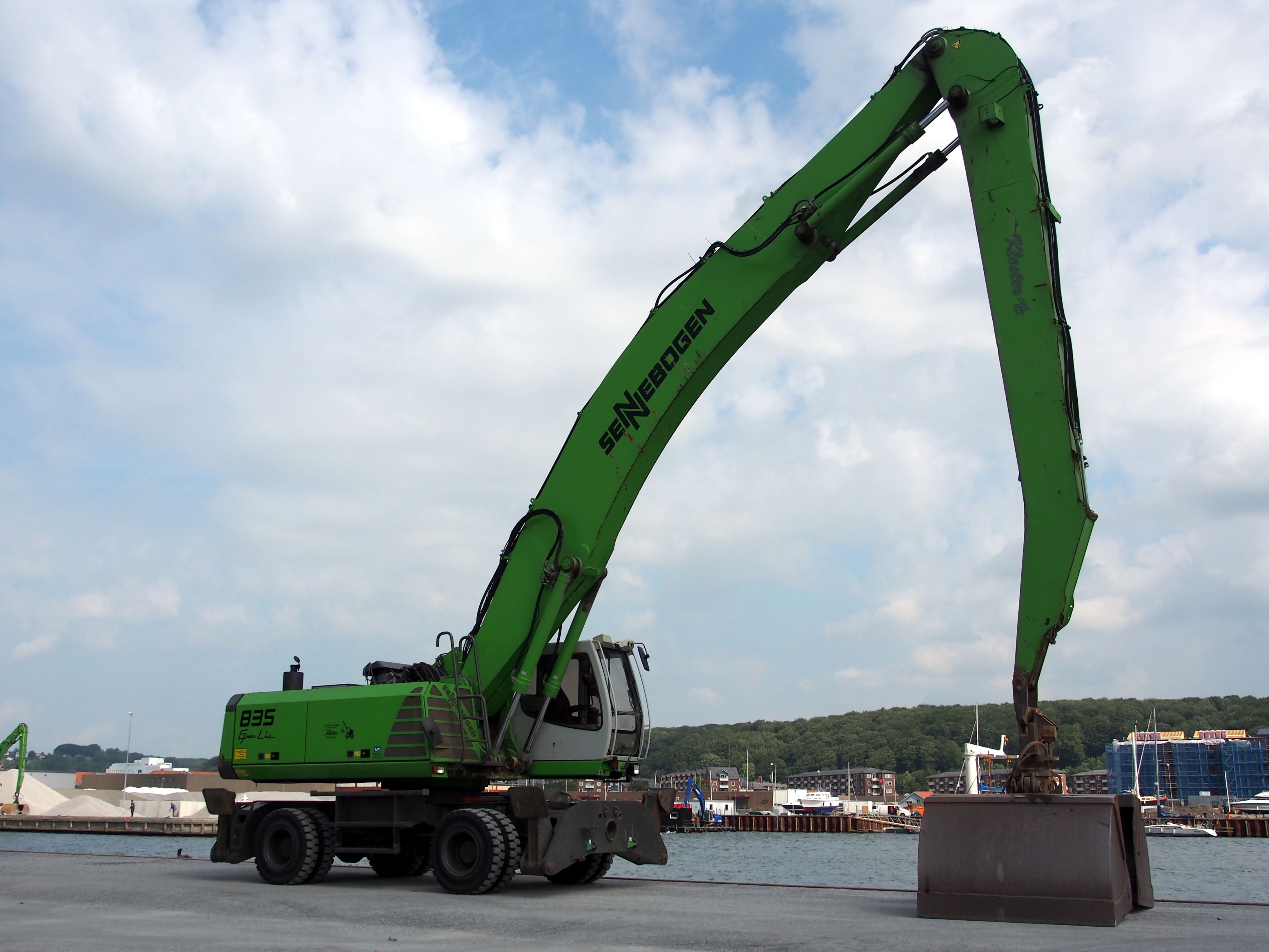All You Need to Know About Cranes and Truck Cranes in the Philippines