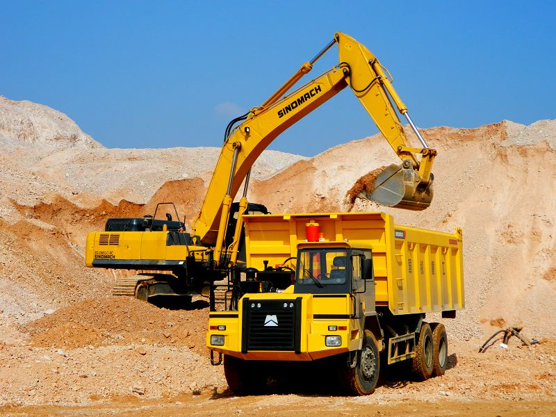 Advantages of renting heavy equipment