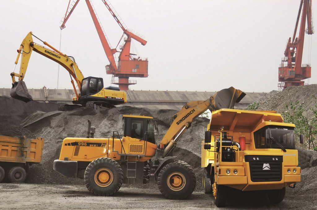 What is the Difference Between Excavators and Wheel Loaders