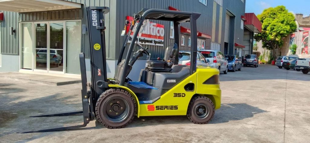 5 Common Forklift Hazards You Can Easily Prevent